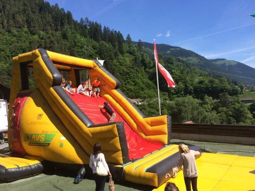 [2015-05-17] Pankrazer Kirchtag (Kletterburg & Kinder-Hüpfburg)